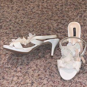 Beautiful 3in like new Alex Marie heels